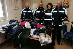Mercato settimanale, sequestrata merce contraffatta dalla Polizia locale di Barletta