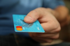 Strumenti di pagamento: quali sono le differenze tra carta di debito e carta di credito?