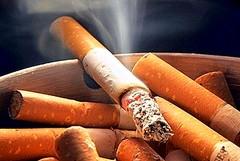 Ministro Lorenzin: «Niente sigarette in spiaggia, nei parchi, negli stadi»