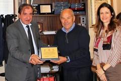 Il sindaco Cascella e l'assessore Patrizia Mele incontrano l'ex ciclista Damiano Capodivento