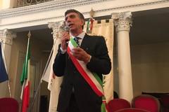 Fascia tricolore per il sindaco Mino Cannito: «Vi prego di non lasciarmi mai solo»