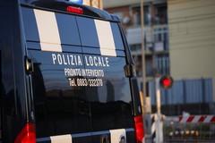 Polizia di Barletta con il megafono per le strade
