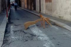 Via Gabriele da Barletta, strada bloccata con le sedie