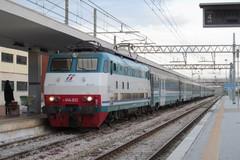 Disagi sulla linea Bari-Foggia per indebita presenza di persone sui binari a Barletta