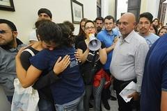 In lacrime gli studenti dell'Università di Bari: «Non sappiamo come fare»
