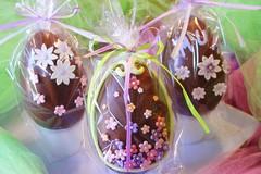 Pasqua è solidarietà: uova di cioccolato per anziani e piccoli ammalati