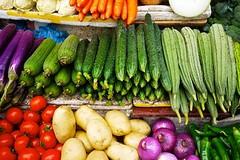 Ogni famiglia spende 412 euro al mese per il cibo