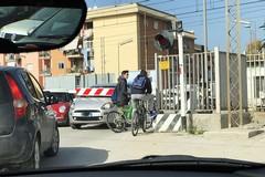 Passaggio a livello di via Andria, automobili incastrate dalle sbarre