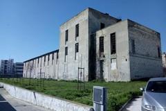 Il rudere fantasma su viale Reichlin nell'area dell'ex distilleria di Barletta