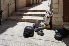 Vico Corollario, domenica mattina di rifiuti e vergogna