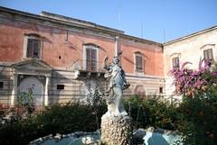 Un presepe natalizio nei giardini della villa Bonelli