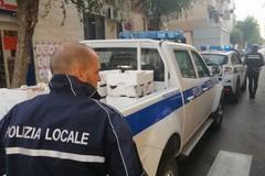Vendita abusiva di pesce sui marciapiedi di via Vitrani, scatta il sequestro