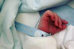 All'ospedale di Barletta il primo papà in sala parto dopo la tempesta Covid