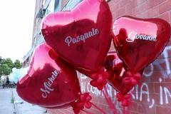 Cuori e palloncini, i ragazzi di Barletta ricordano Pasquale, Giovanni e Michele