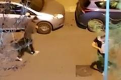 Piccoli idioti di Capodanno crescono: caccia allo specchietto in Via Vitrani