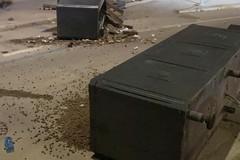 Sfreccia nell'area pedonale di Ponente e distrugge le fioriere a Barletta