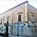 Facciate storiche dei palazzi di Barletta deturpate dai cavi elettrici