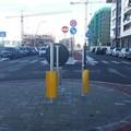 I danni dei botti nel nuovo anno: danneggiato un cartello stradale in Viale Giulini