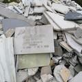 Lapidi abbandonate in zona Ariscianne a Barletta