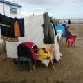 Sulla spiaggia di Barletta, una vita ignorata da tutti