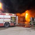 Incendio in un'azienda a Barletta, compromesso l'edificio