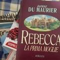 """""""Rebecca, la prima moglie """": il romanzo che Hitchcock catturò sullo schermo"""