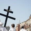 Padre Saverio di Barletta: «In tanti a portare la Croce, non c'è solo Gesù»