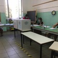 Al voto con le norme anti Covid-19, le immagini dei seggi di Barletta