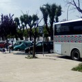 Bari Nord, costretti ad aspettare il bus sotto il sole