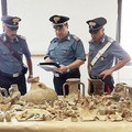 Anfore e reperti archeologici in casa, scatta il sequestro a Barletta