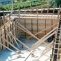Un muro di cemento al posto del verde