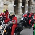 A Barletta Babbo Natale consegna i doni su due ruote