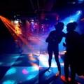 Perchè i singoli ragazzi non possono entrare in discoteca?