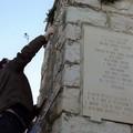 Anniversario della Disfida di Barletta, volontari in azione al monumento