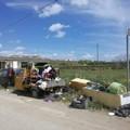 Ancora abbandono selvaggio: rifiuti in strada vicinale Petraro