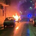 Fiamme in via Bonanno da Barletta, automobile prende fuoco