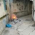 Rifiuti bruciati in via Galvani, l'angolo più squallido di Barletta
