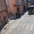 Strada chiusa in via Luigi Dicuonzo a Barletta per una fuga di gas