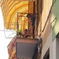 Anziana barlettana cade sul balcone: un carabiniere si arrampica per soccorrerla