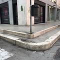 "Marciapiede senza rampa in via D'Aragona,  ""ostacolo per chiunque """