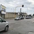 """Fermo sul  """"rosso """" il semaforo in via Luigi Scuro a Barletta"""