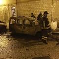 Nella notte due automobili in fiamme all'orologio di San Giacomo
