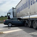 Finisce con l'auto sotto un tir vicino Barletta, 28enne in codice rosso