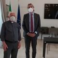 L'attestato simbolico dato agli Operatori Ambulanti a Barletta in via Cialdini
