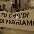 L'economia è in ginocchio, lavoratori in piazza a Barletta: «Chiediamo aiuto»