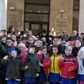 Nove classi scolastiche cambiano destinazione, i genitori manifestano a Barletta