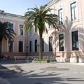 Scuola Manzoni, danneggiato l'intonaco della facciata