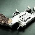Nascondeva due pistole clandestine, arrestato un 50enne a Barletta