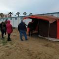 Emergenza senzatetto, l'Ambulatorio popolare: «Servono tende e coperte»
