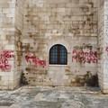Vandali alla cattedrale di Trani, Bar.S.A. offre le proprie professionalità per eliminare lo scempio
